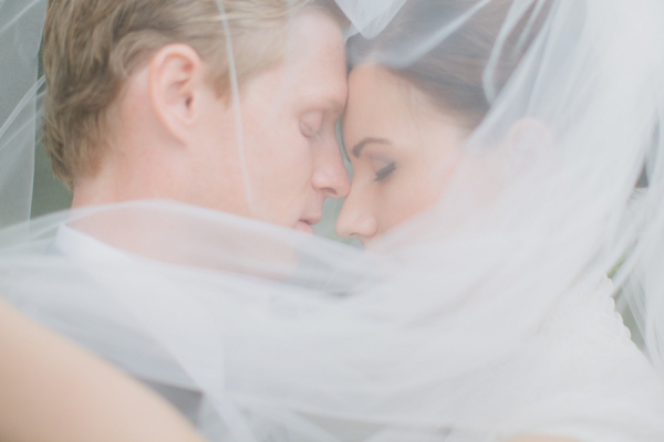couple-behind-veil-wedding-ideas-from-marvelous-things-photography-600x400-1